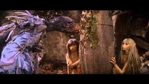 Jen and Kira finds Ruins Encountering Chamberlain Scene