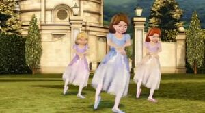 Janessa-Kathleen-Lacey-Dance-barbie-in-the-12-dancing-princesses-28680243-631-347