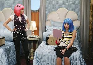 Emily-osment-hannah-montana-wigs