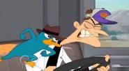 Perry golpeando a doof