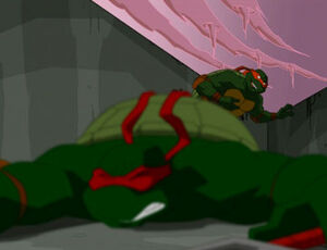 Mikey evades Raph's attacks (S02E25)