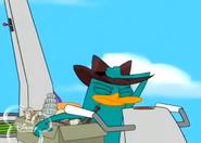 Agente p golpeando a doof encogido en su sombrero