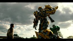 Transformers-The-Last-Knight-Theatrical-Trailer-2-44