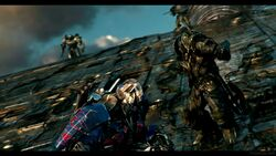 Transformers-The-Last-Knight-Theatrical-Trailer-2-105