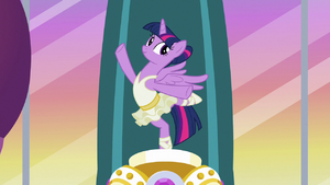 Twilight Sparkle as music box ballerina figurine S7E10