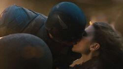 Peggy Cap kiss