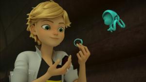 Adrien use Snake Miraculous