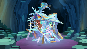 Young Six in their new treehouse S9E3