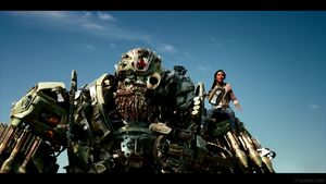 Transformers-The-Last-Knight-Theatrical-Trailer-2-143