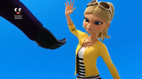 Chloé ready for grabs the Bee Miraculous