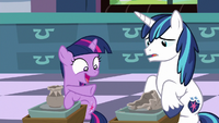 Young Twilight laughs at Shining's pottery fail S9E4