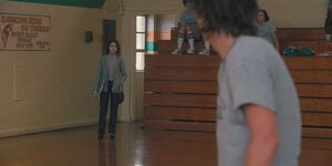 S02E03-Nancy arriving at the gym