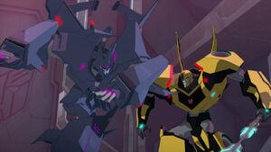 Bumblebee and Cyclonus fight