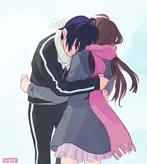 Yato hugging Hiyori
