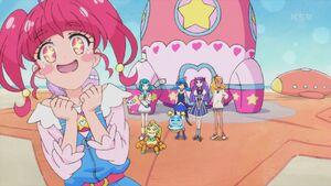 STPC28 Hikaru admires her surroundings