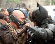 Tom-hardy-christian-bale-the-dark-knight-rises1