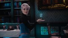 Once-Upon-a-Time-4x06-Family-Business-Elsa-learning-to-control-her-powers