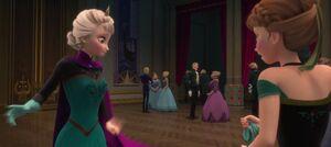 Anna remove glove from Elsa