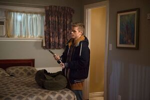 Xyoung-dean-with-a-gun-supernatural-season-10-episode-12.jpg.pagespeed.ic.3lWkZkgCzB-qMUyY8p5T