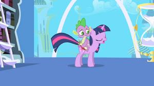 Twilight asks Spike to take a note S1E01