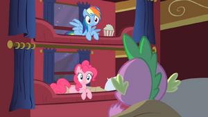 Spike speaks to Rainbow and Pinkie S01E21