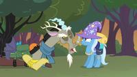 Discord and Trixie bickering S6E26