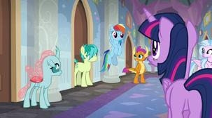 Rainbow Dash returns to the student dorms S8E16 1