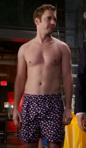 Cameron Price (Bret Harrison) in his boxers in the Who's The Boss episode for Breaking In