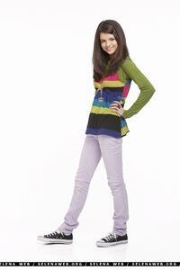 Alex-alex-russo-wizards-of-waverly-place-35183149-1600-2400