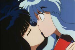 Inuyasha and Kikyo kiss!!!!