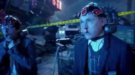 Pacific Rim 1080p Newton Geiszler and Hermann Gottlieb drift into a Kaiju brain