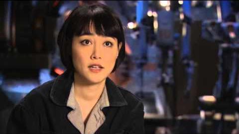Pacific Rim Rinko Kikuchi Interview - Idris Elba, Charlie Hunnam, Guillermo del Toro (2013)