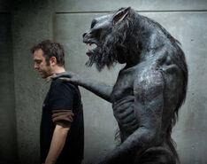 Hombre lobo a tu espalda