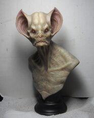 Hombre murciélago albino