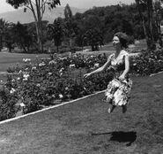 Levitando en el jardín