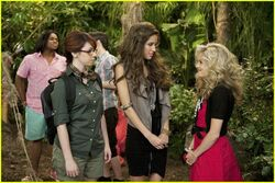 Kelsey-chow-cave-friends-04