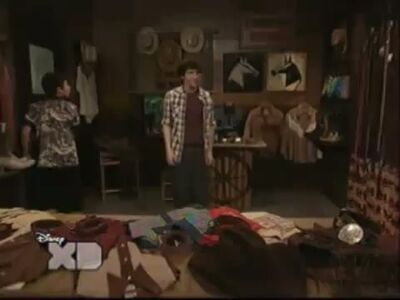 Pair of Kings S01E15 Brady Battles Boo-Mer 0495