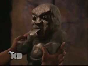 Pair Of Kings S01E19 The Trouble With Doubles Part 1 130