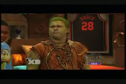Pair of Kings S01E06 The Brady Hunch 0439