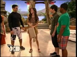 Pair Of Kings S02E08 How I Met Your Brother 149