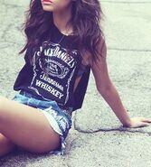 432px-Alcohol-beautiful-brunette-curely-Favim.com-779700