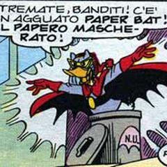 Paper Bat mentre esce dal suo rifugio, il Paper Bidone.