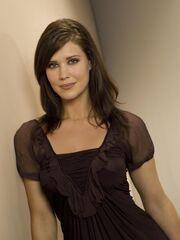 Sarah-lancaster-chuck-photo-4