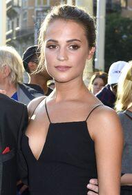 Alicia Vikander (2)