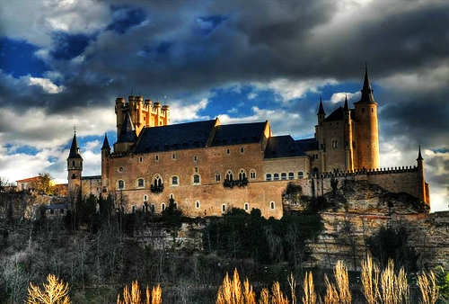 File:Alcazar-of-segovia2.jpg