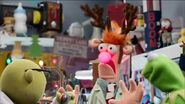 Bunsen tries a Rudolph sketch on Beaker for his sinuses
