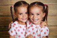 Twin-girls-e1525392566100