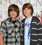 Online-Dylan-and-Cole-Sprouse