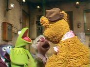 Fozzie telling Kermit, Gonzo and Hilda a joke
