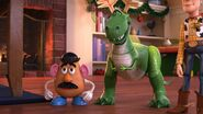 Rex and potato head about bonnie play christmas